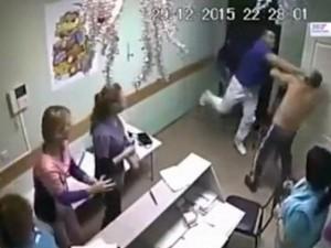 Thế giới - Nga: Bác sĩ đấm một phát chết bệnh nhân