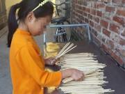 Tin tức trong ngày - Cách phát hiện đũa ăn một lần có hóa chất tẩy tóc, tẩy giấy