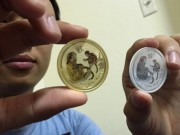 Ngân hàng - Đồng xu mạ vàng in hình khỉ giá 3 triệu đồng