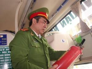 """Tin tức trong ngày - Lãnh đạo Cục Cảnh sát PCCC: """"Bình cứu hỏa tạo hiệu quả như MBH"""""""
