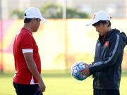 """Bóng đá Việt Nam - HLV Miura & U23 VN thích thú với bóng """"made in VN"""""""