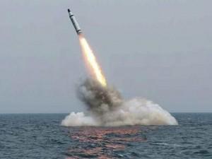 """Triều Tiên bị  """" tố """"  làm giả video tàu ngầm phóng tên lửa"""