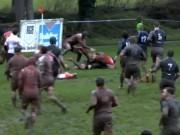 Thể thao - Sân bùn, bóng bẩn: Đã ăn mừng hụt, còn bị đòn đau
