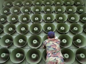 """Thế giới - """"Loa chiến"""" giữa Triều Tiên - Hàn Quốc: Ai mạnh hơn?"""