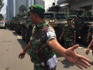 Ảnh: Mất mát, hoảng loạn sau vụ khủng bố thủ đô Indonesia