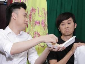 Ca nhạc - MTV - Biểu cảm hài hước của Hoài Linh khi được mời... ăn xôi