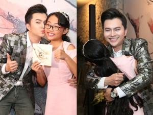 Ca nhạc - MTV - Nam Cường ôm hôn Phương Mỹ Chi thắm thiết