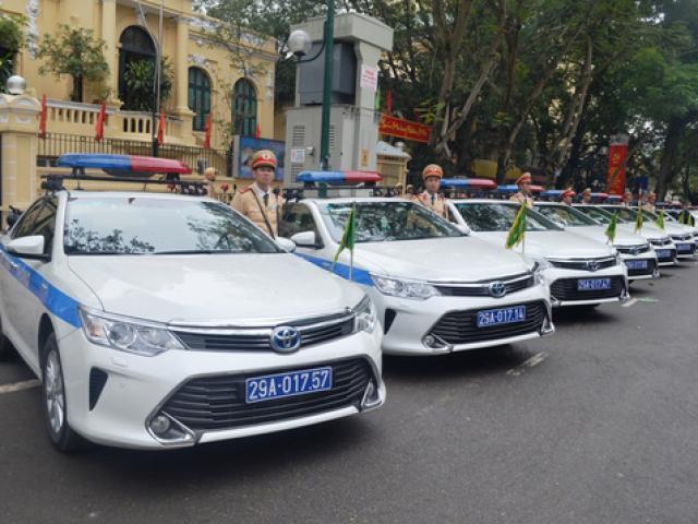 Truy tìm tài xế taxi lao vào đoàn xe ưu tiên ở Hà Nội - 2