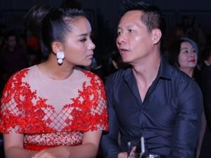 Thời trang - Phan Như Thảo và chồng đại gia tình tứ chốn đông người