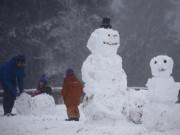 Du lịch - Ngắm mùa đông băng tuyết trắng xóa nhiều nơi trên TG