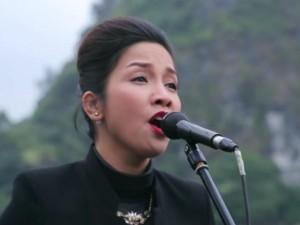 Mỹ Linh khoe giọng hát mượt mà ngay giữa vịnh Hạ Long