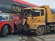 Tin tức trong ngày - Tai nạn, nhà xe xông vào đánh nhau làm hỗn loạn QL 1A