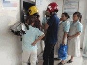 Tài chính - Bất động sản - Lo quá tải ATM, mang tiền đến nhà máy trả lương