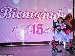 Phi thường - kỳ quặc - Sinh nhật xúc động của bé gái 15 tuổi trong hình hài bà lão 90