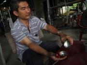 Tin tức Việt Nam - Nổ bình chữa cháy trong ô tô: Biết bắt đền ai?
