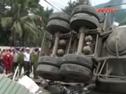 Video An ninh - Xe bồn tuột phanh, trượt dốc đè chết 2 người