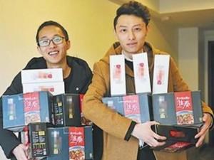 Phi thường - kỳ quặc - Trung Quốc: Công ty thưởng Tết nhân viên bằng... mỳ ăn liền