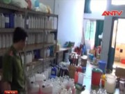 Video An ninh - Hãi hùng 2 cơ sở đổ hóa chất lạ sản xuất siro ở TP.HCM