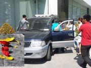 Tin tức trong ngày - Lúng túng để bình cứu hỏa trên ô tô con