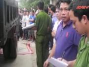 Video An ninh - Đâm vào xe tải, bé gái tử vong trên đường đi học về