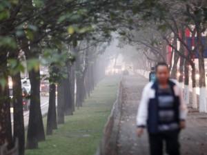 Tin tức trong ngày - Ảnh: Sương mù biến HN chiều đông thành Sa Pa buổi sớm