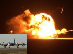 Thế giới - Video: Máy bay ném bom Nga nổ tung khi cất cánh