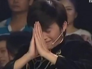 Phim - Hoài Linh rơi nước mắt, bái phục đồng nghiệp