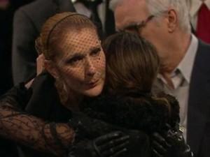 Celine Dion nghẹn ngào cảm ơn fan đến tiễn biệt chồng