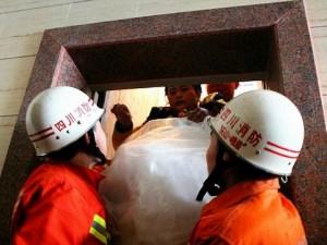 Thế giới - TQ: Cô dâu chú rể kẹt trong thang máy ngay trước hôn lễ