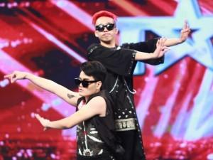 Ca nhạc - MTV - Cặp đôi nhảy bẻ khớp chinh phục tuyệt đối Trấn Thành