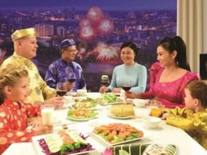 Ca nhạc - MTV - Chồng Tây lần đầu diện áo dài đón Tết cùng Thu Minh