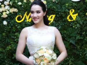 Trang Nhung quyến rũ trong tiệc cưới ngày đông Hà Nội