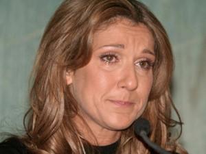 Celine Dion tháo nhẫn cưới, rơi lệ vĩnh biệt chồng