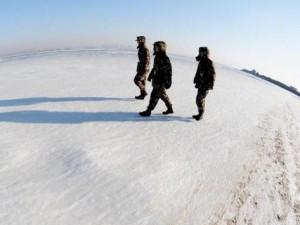 TQ: Đi bộ trên mặt biển như trên đất bằng vì quá lạnh