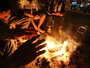 Tin tức trong ngày - Ảnh: Dựng lều, đốt lửa chống chọi với rét 7 độ C ở HN