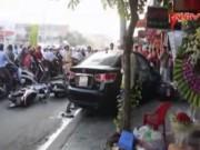 Video An ninh - Tài xế ngủ gật đạp nhầm chân ga, 6 người nhập viện