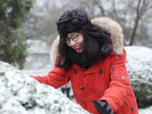 Bạn trẻ - Cuộc sống - Gái trẻ vượt hàng trăm cây số lên Sapa ngắm tuyết