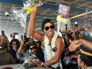 Bóng đá - Thăm Ấn Độ, Ronaldinho suýt bị cột điện đè trúng