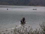 Tin tức Việt Nam - Lật thuyền, con bất lực nhìn mẹ chìm xuống hồ lạnh buốt