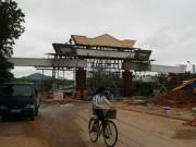 Tin tức trong ngày - Choáng ngợp trước cổng chào tiền tỷ của huyện nghèo