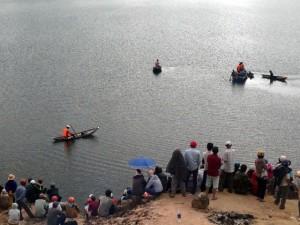 Tin tức trong ngày - Chìm ghe trên hồ thủy điện, 2 vợ chồng mất tích