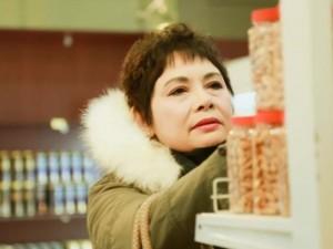 Đời sống Showbiz - Khoảnh khắc: NSND Minh Châu 'sắm Tết một mình vẫn vui'