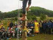 Điểm du lịch - Rợn người lễ hội leo gươm, lội than hồng ở Quảng Ninh