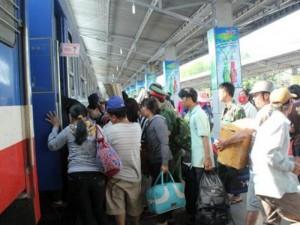 Coi chừng lỡ chuyến tàu Tết vì... vé không hợp lệ!