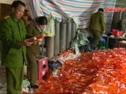 Video An ninh - Cận cảnh dây chuyền pha chế nước ngọt siêu bẩn