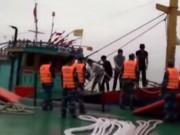 Video An ninh - Nghẹt thở cứu hộ 6 thuyền viên gặp nạn ở Quảng Bình