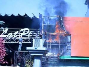 Tin tức trong ngày - TPHCM: Cháy quán cà phê, khách nháo nhác bỏ chạy