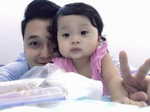 Facebook sao 31/1: Quang Vinh khoe cháu giống mình 'y đúc'