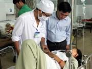 Tin tức trong ngày - Xe khách lật nhào, 37 hành khách nhập viện cấp cứu