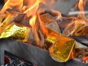"""Đốt """"vàng thỏi"""" lấy may trong ngày ông Công ông Táo"""